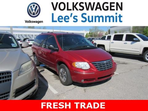 Pre-Owned 2005 Chrysler Town & Country Limited